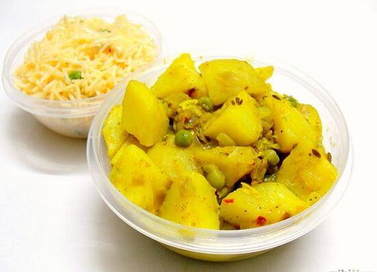 cà ri khoai tây và đậu hà lan