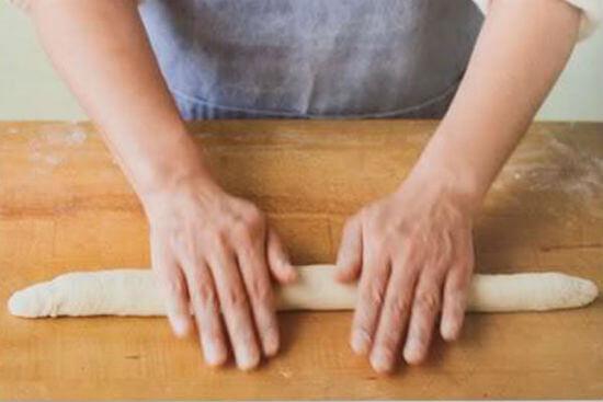 Cách làm bánh mì Pháp Baguette ngon như ngoài hàng 6
