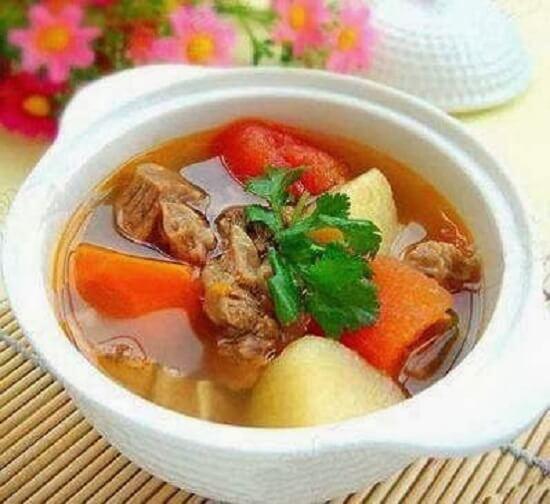 soup bắp bò hầm rau củ thơm ngon
