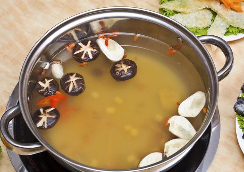 Cách nấu lẩu gà đậm đà thơm ngon đúng điệu - 2