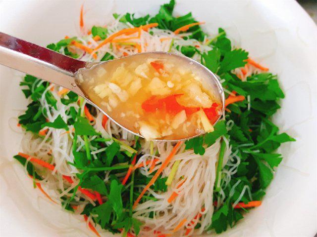 Đổi vị với món miến trộn hải sản kiểu Thái - 7