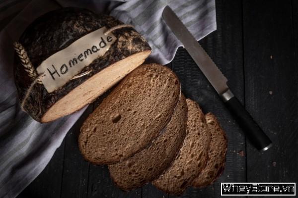 1 lát bánh mì đen bao nhiêu calo? Có giúp giảm cân không? - Ảnh 1