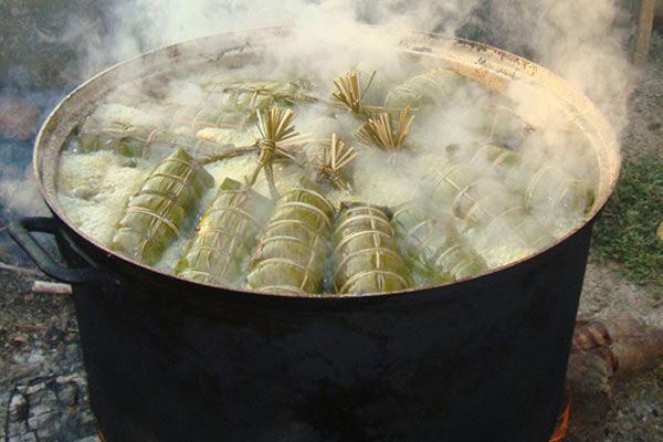 Luộc bánh tét - cách gói bánh tét chuối
