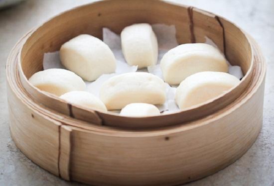 Cách làm bánh bao ngon - xếp lần lượt bánh bao vào mặt trên của nồi để hấp
