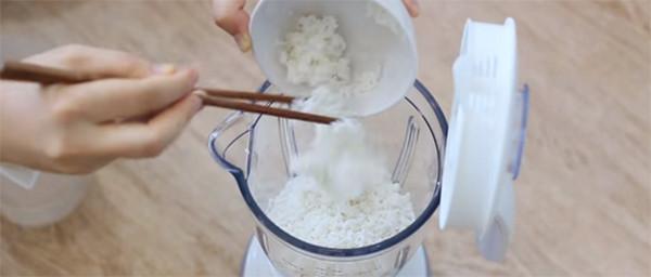 Xay bột làm bánh - bánh căn nha trang