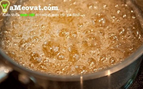 Cách làm bánh chuối nướng ngon - Làm hỗn hợp caramen
