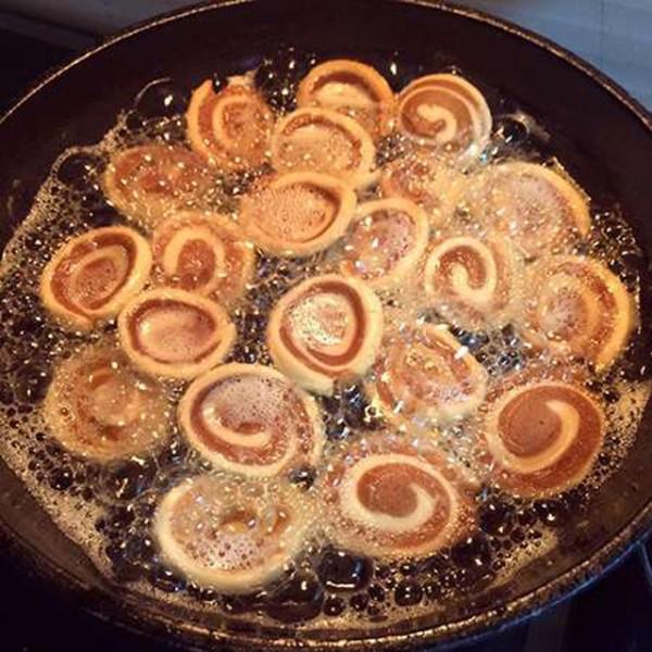Chiên bánh - cách làm bánh tai heo