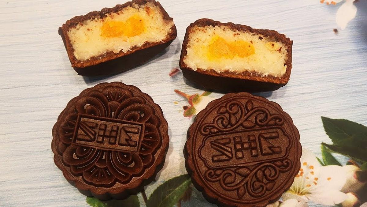 Bánh Trung Thu socola nhân dừa