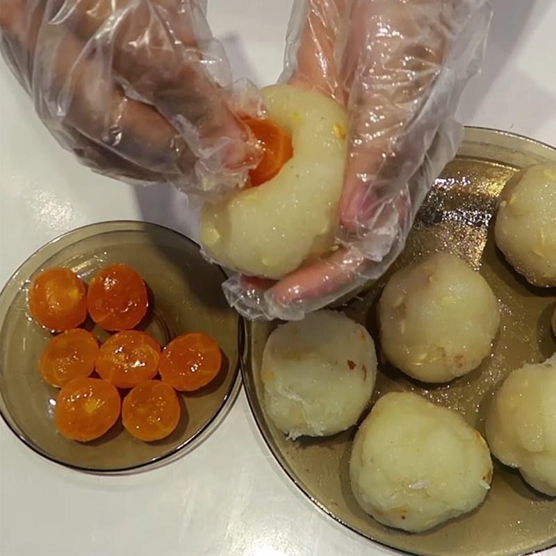 Bước 4 Bọc bánh Bánh Trung Thu socola nhân dừa