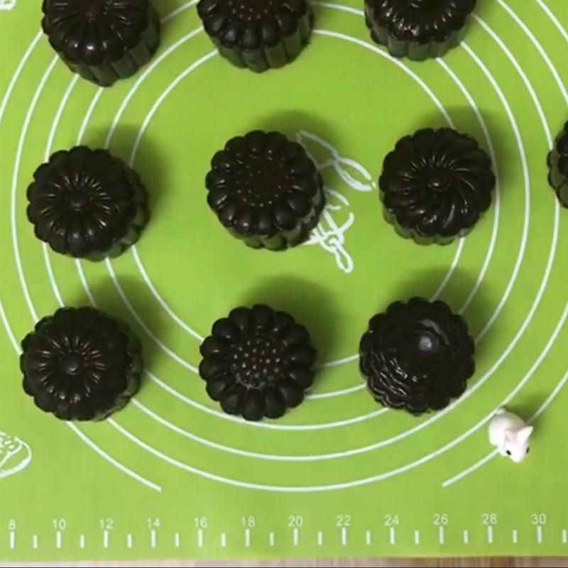 Bước 5 Đóng bánh Bánh Trung Thu socola nhân phô mai