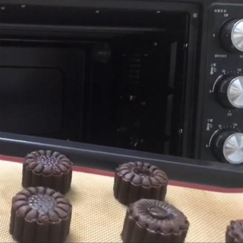 Bước 6 Nướng bánh Bánh Trung Thu socola nhân phô mai
