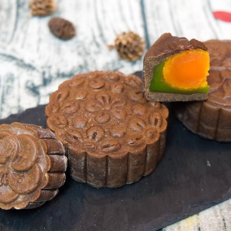 Bước 8 Thành phẩm Bánh Trung Thu socola nhân đậu xanh