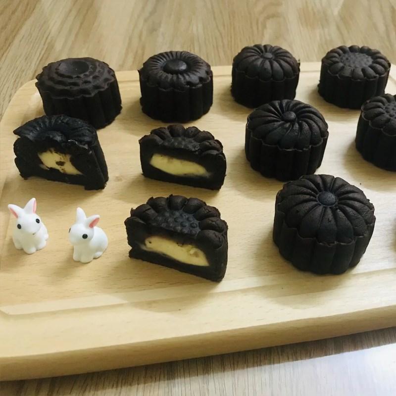Bước 7 Thành phẩm Bánh Trung Thu socola nhân phô mai